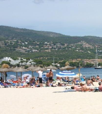 Siete playas de Calviá ostentan este verano la bandera azul y cinco la 'Q' de calidad turística