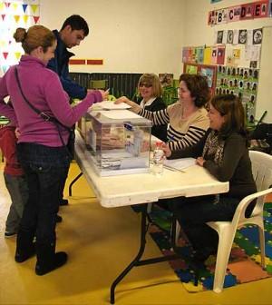 Ciudadanos votando 2