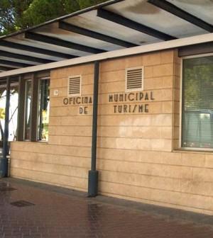 Las oficinas de turismo de calvi atienden a una media de for Oficina municipal de turismo