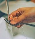 agua-lavar-grifo