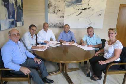 Firma convenio trofeo fútbol 10-8-2017