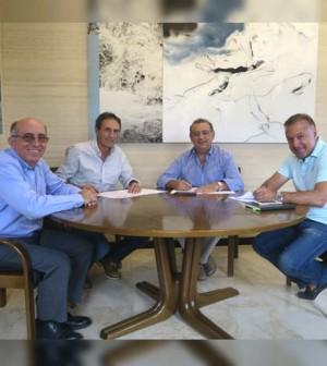 Firma convenio trofeo fútbol 2