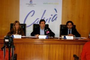 Estefanía Gonzalvo, Manuel Onieva y Víctor Fernández durante la presentación de los presupuestos de ingresos previstos para 2014