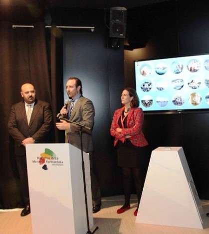 La secretaria de Turismo, Isabel Borrego, junto al president Bauzá en Fitur,