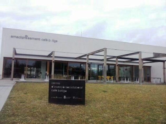 Fachada del edificio que alberga el Café Botiga Palmanova
