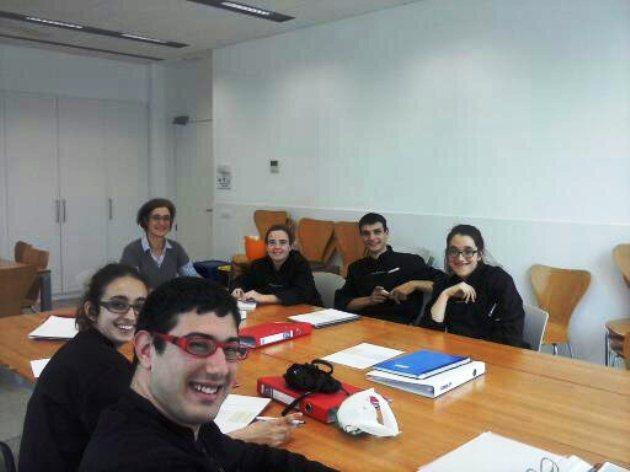 Perla Riera, la directora, en una de las clases de formación