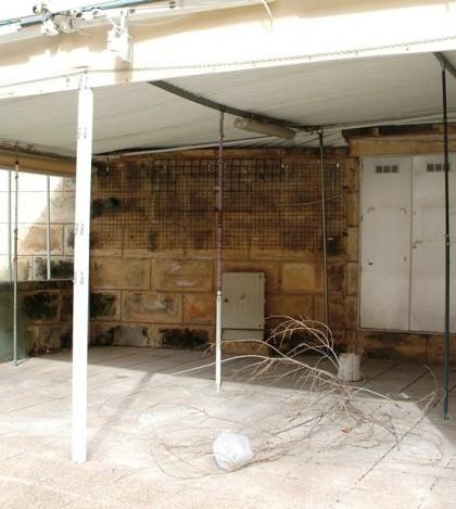 Uno de los locales cerrados del Bulevar de Peguera en Calvià