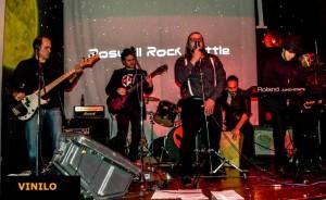 La banda Vinilo durante un concierto